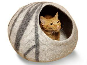 Un lit pour chat en forme de grotte est un endroit rassurant !
